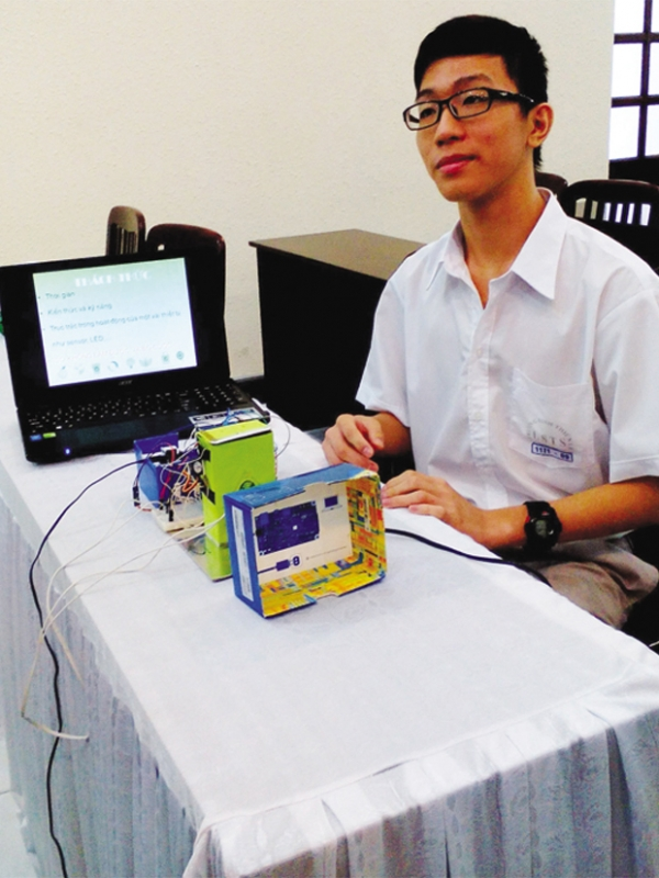 Nguyen Quy Hoang won second prize in Young Makers Challenge 2014 for his idea of smart trash bin