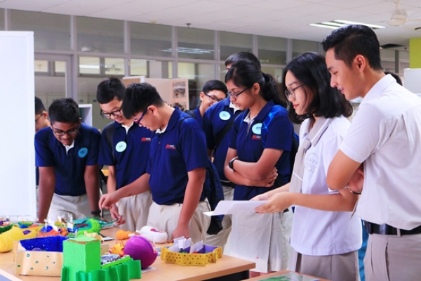Exchange between students of LSTS and Singapore Science and Technology School (SST)