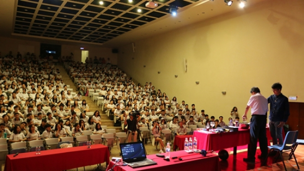 LSTS teachers and students decoded scientific phenomena with foreign Professor
